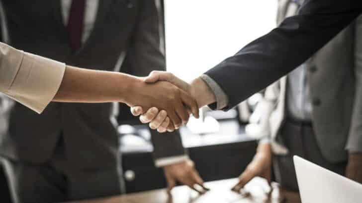 不動産リースバックでは、普通賃貸借契約と定期賃貸借契約のどちらを選ぶべきか?